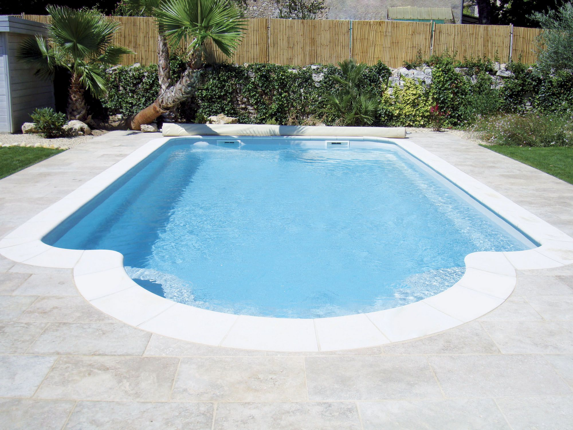 Piscine coque polyester arp ge fabrication fran aise for Piscine coque polyester d exposition