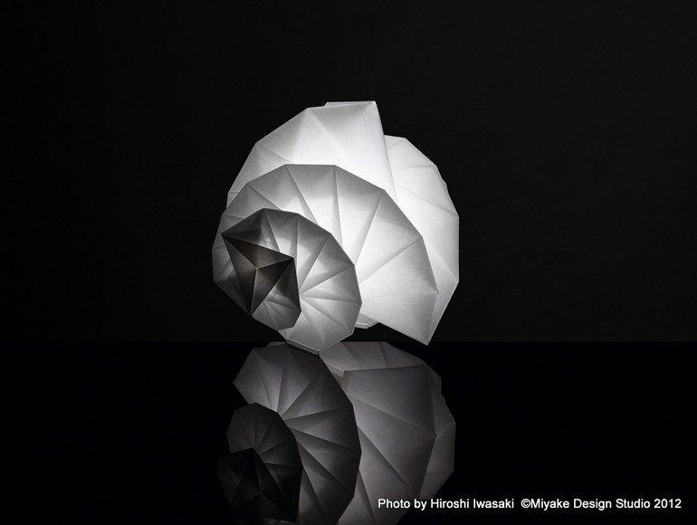 Recycled material floor lamp MENDORI IN-EI ISSEY MIYAKE Collection by ARTEMIDE | design Issey Miyake
