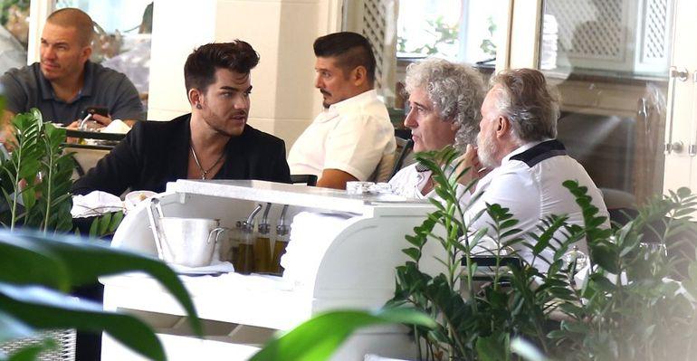 Adam Lambert é flagrado em contato com os fãs e em encontro com Brian May e Roger Taylor