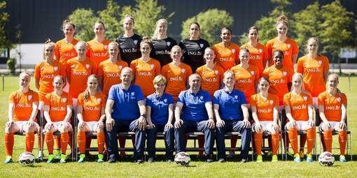 Melis wil 'Oranjegekte' losmaken op WK Manon Melis is voor niemand bang. Toch waakt de topschutter aller tijden van de Nederlandse voetbalsters voor al te hoge verwachtingen in de aanloop naar het WK-debuut van Oranje.