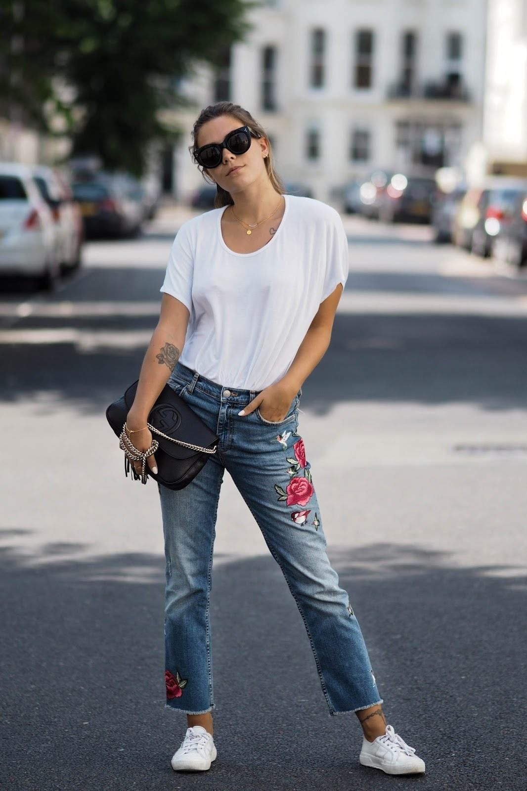 How to Wear Embroidered Jeans16 Embroidered Jeans Outfits pictures