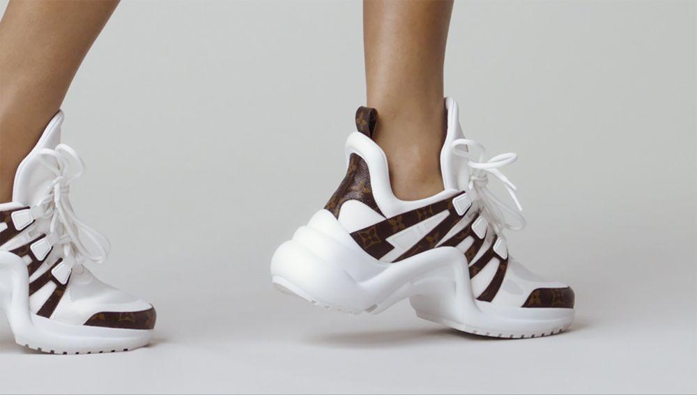 50ae6cfc7def Кроссовки Louis Vuitton Archlight  видео с модной моделью