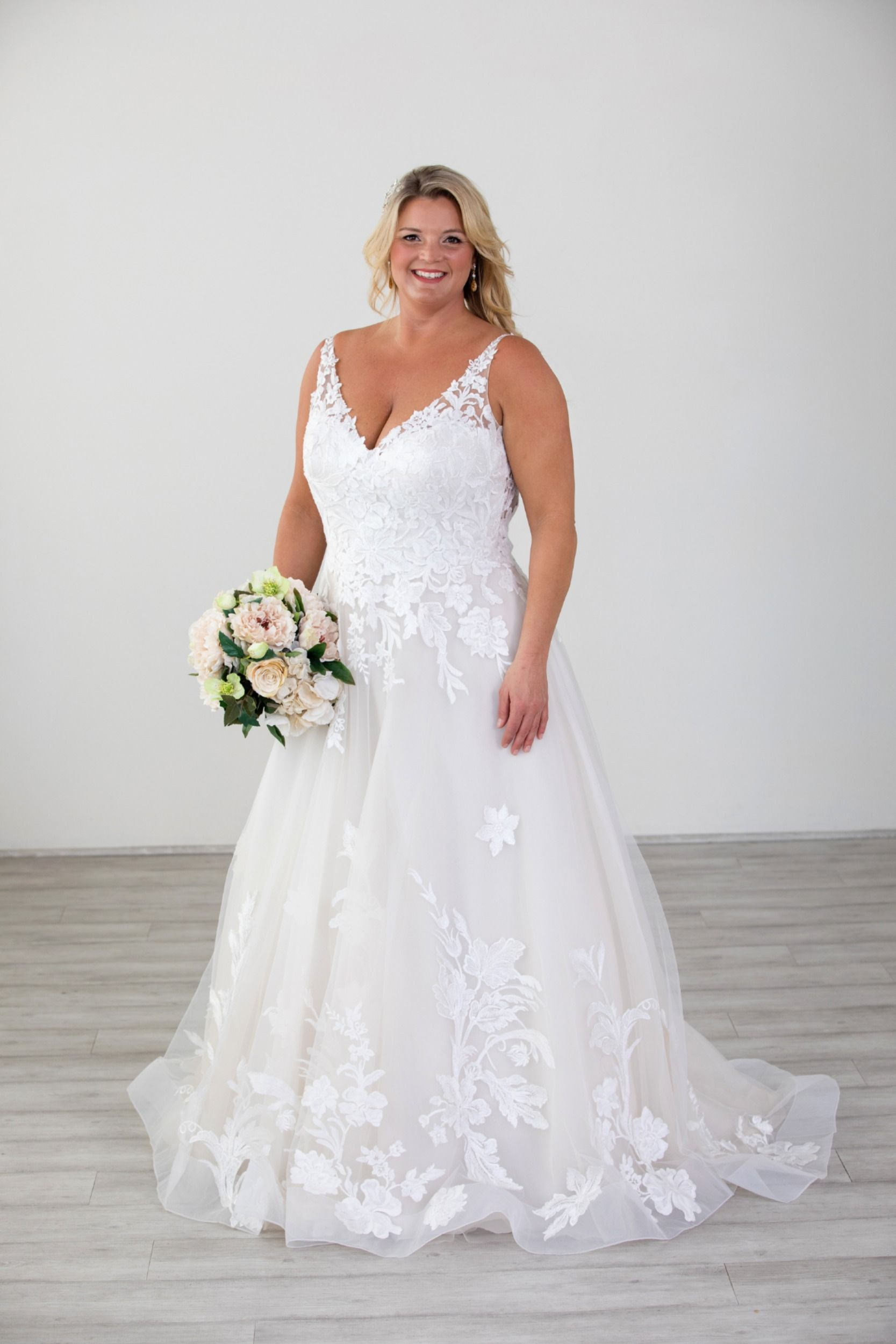 Lace V Neckline Justin Alexander Ball Gown Plus Size Wedding Gown Plus Size Wedding Gowns Wedding Dresses Dresses [ 2500 x 1667 Pixel ]