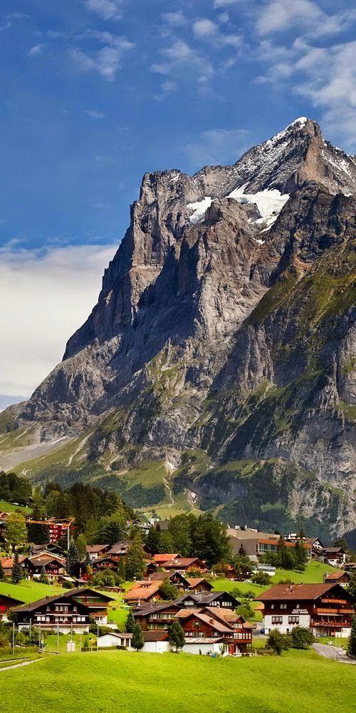 Деревня у подножья швейцарских Альп.