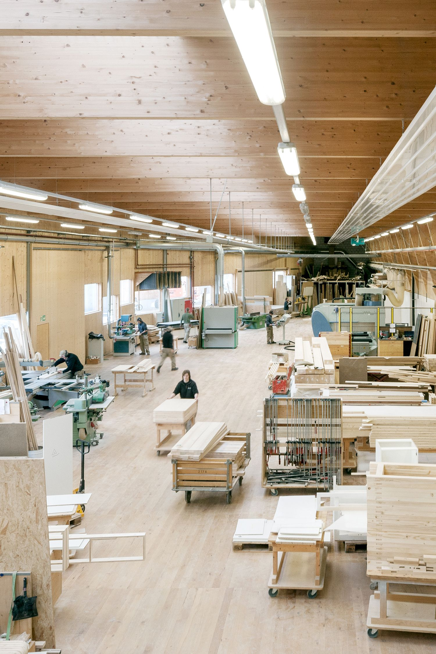 Holzbau Industrie Gewerbe Schaerholzbau Werkhalle Grossdietwil Holzbau Fabriken In Der Architektur Gewerbebau
