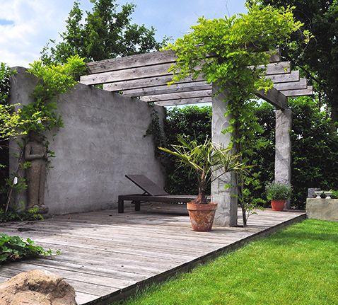 Mediterrane Pergola mediterrane tuin met houten terras en pergola outside
