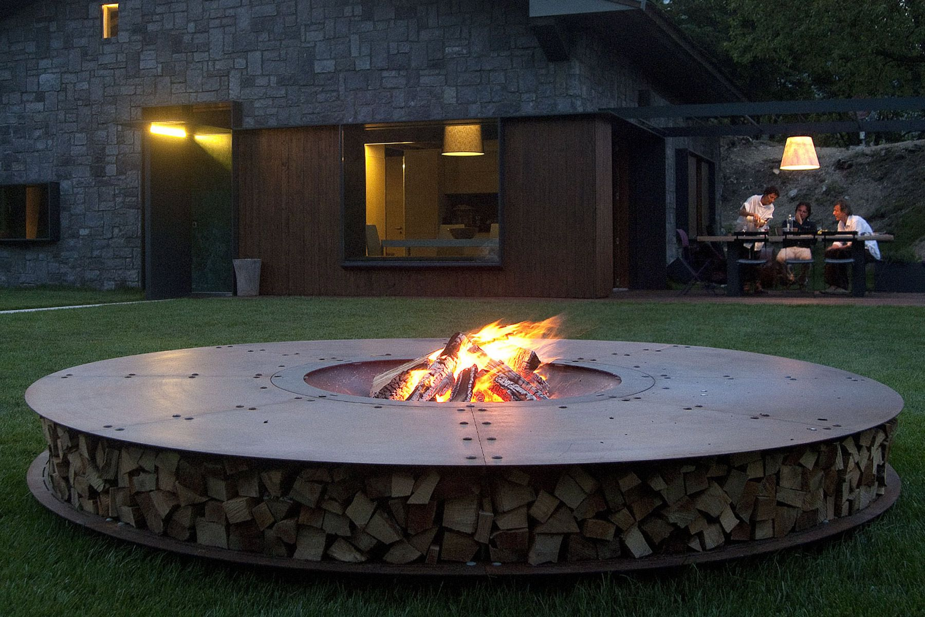 Best Outdoor Fireplaces And Fire Pits Gessato Modern Fire Pit Fire Pit Backyard Large Fire Pit
