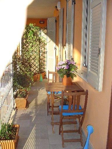 Terrazas peque as decorar con flores y plantas - Decorar terrazas pequenas ...
