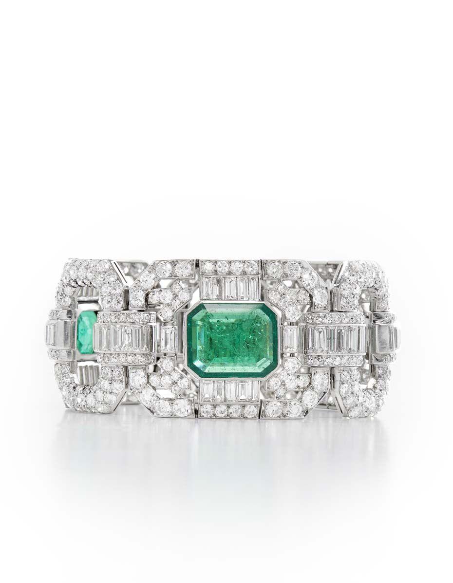 A highlight at Palais Royal Paris, Paris and Hong Kong, is this important Art Deco diamond and emerald bracelet, circa 1930.