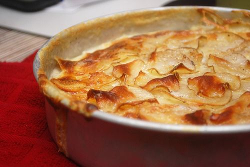 The best potatoes au gratin recipe! Made with just four ingredients. So quick and easy.
