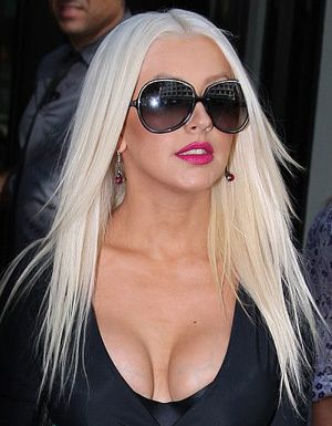 9b47e9cfc236 Christina Aguilera in Oliver Peoples Sofiane Sunglasses