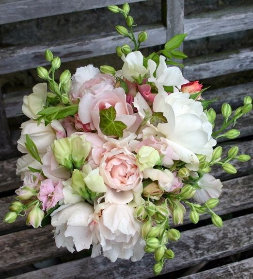 Choose Seasonal Blooms For Your Summer Wedding