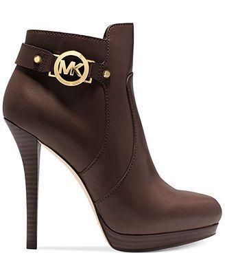 #Zapatos Unos botines para iniciar el otoño. #michaelkors #michaelkorsreloj  #michaelkorsrelojes #