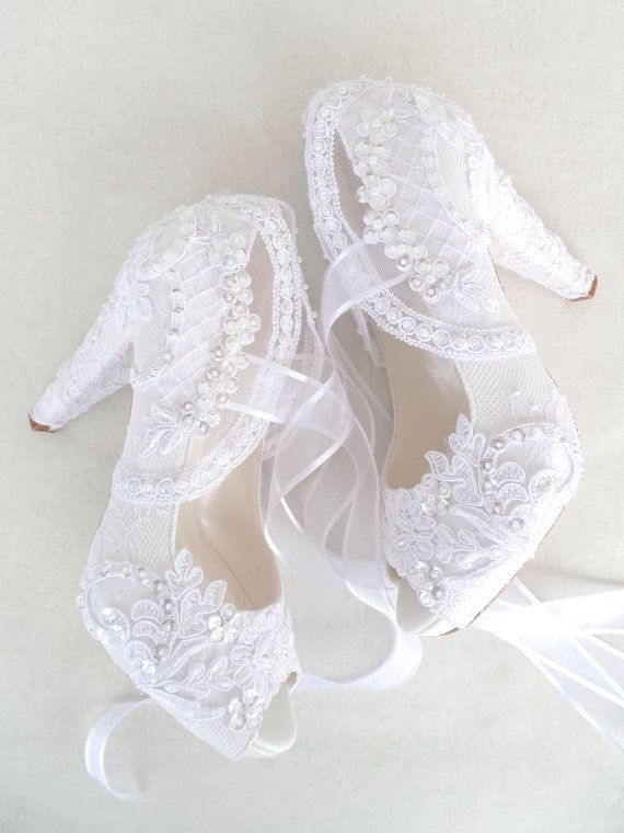 White Lace Winter Wedding Shoes For Bride In 2021 Elegant Wedding Shoes Wedding Shoes Lace Bride Shoes
