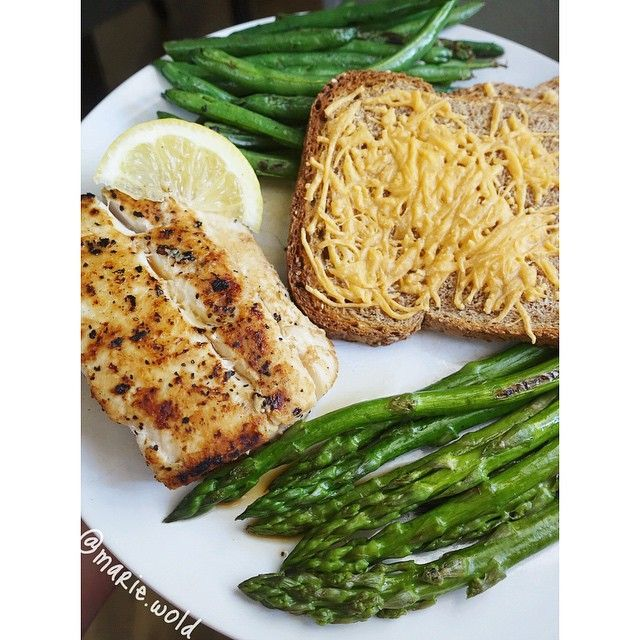 """""""Somehow this tasted even better than it looked Seared mahi mahi, green beans, asparagus, and broiled cheesy bread First day of prep has been awesome so far! Feeling motivated and determined PS: Road trip/condo tour vlog has been posted and today I am vlogging all about my decision to compete and details of my prep. That will be posted in the next couple days! Link to my YouTube channel is in my bio❤️"""" Photo taken by @marie.wold on Instagram"""