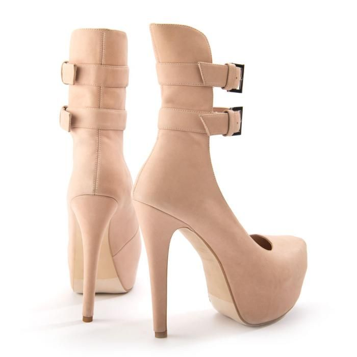 I never get tired of looking at shoes.. :)