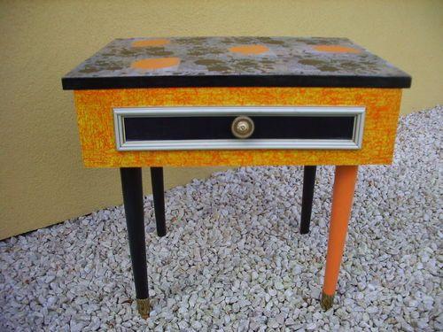 Table de chevet relookée Très colorée Matériaux utilisés - Peindre Table De Chevet