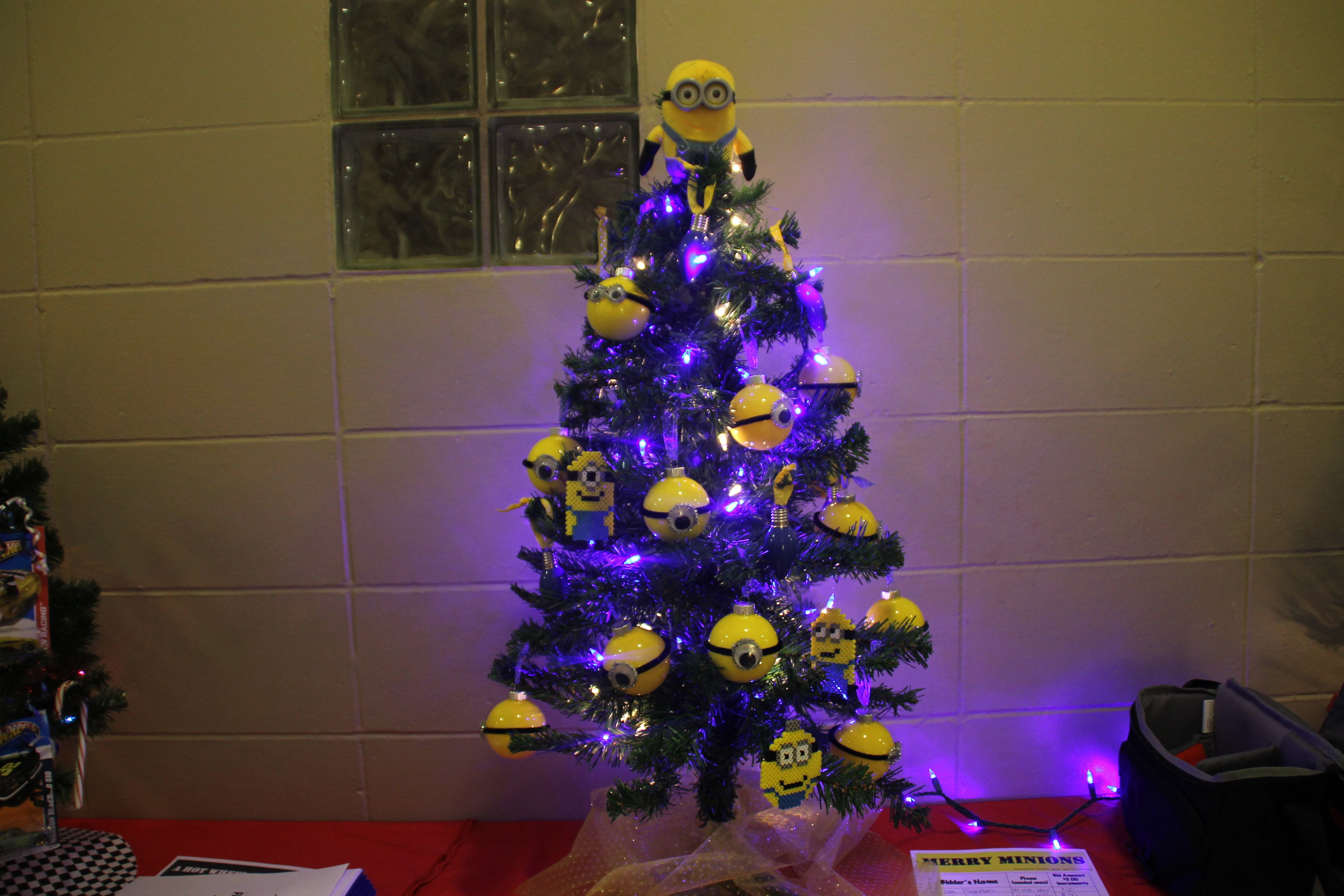 minion themed christmas tree definitely doing this when i have my own classroom - Minion Christmas Tree