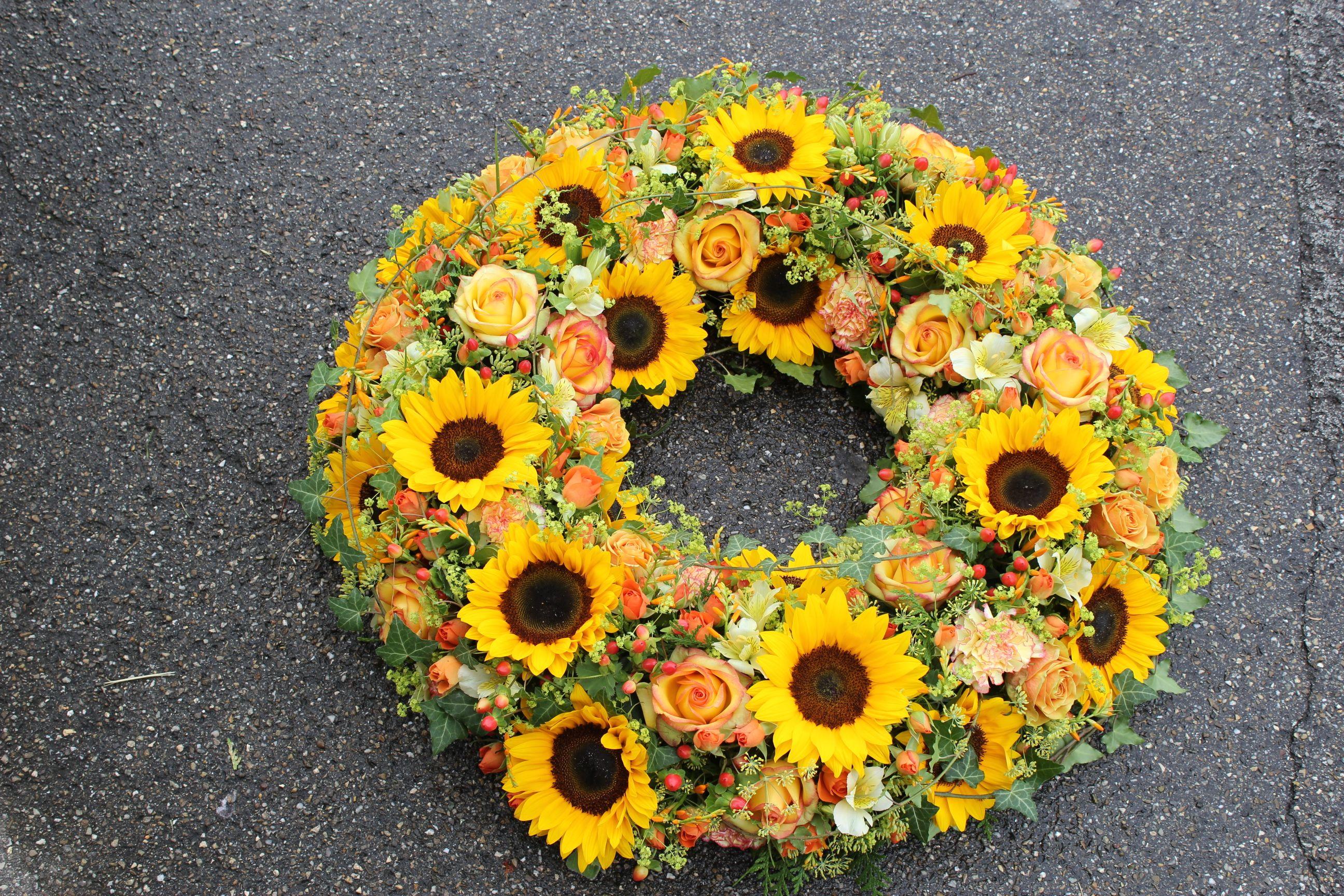 Blumenkranz sonnig mit Sonnenblumen fr Beerdigung