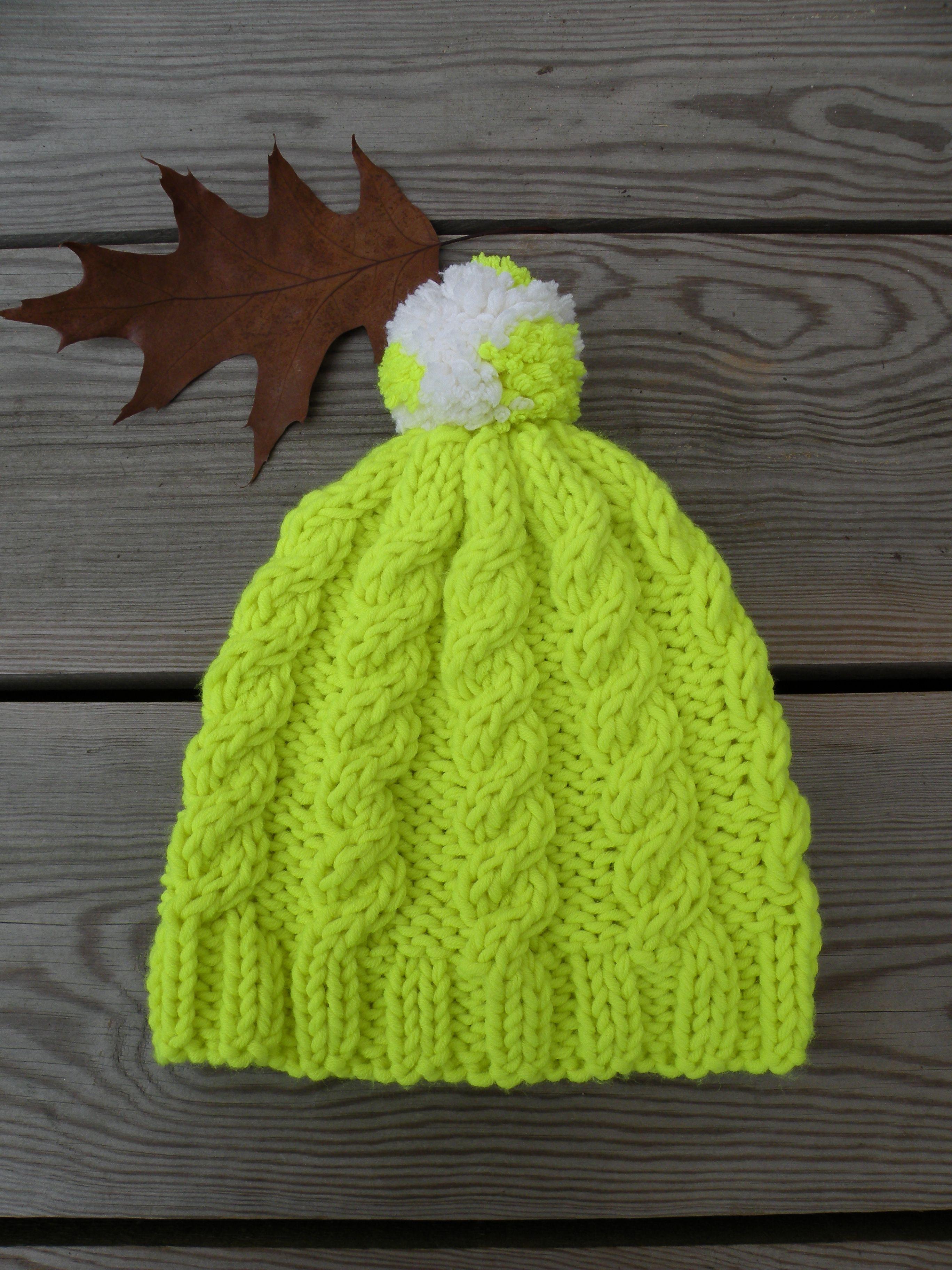 917d815a5963 Bonnet torsadé citron, tricoté avec de grosses aiguilles et de la laine  épaisse. Modèle gratuit en français réalisé par Rosefeedesbelleschoses.com