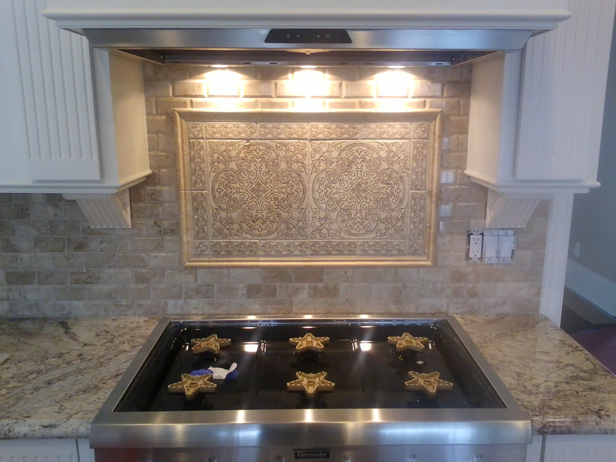 subway stone backsplash, granite countertops, behind the ...