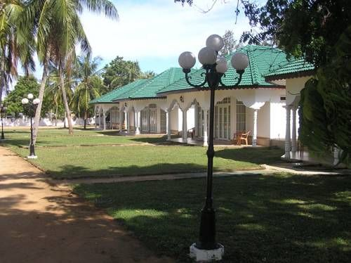 Pacific Hotel Arugambay Arugam Surrounded by lush green gardens, Pacific Hotel Arugambay offers homely and peaceful accommodation with free WiFi access. It houses a restaurant and provides complimentary parking on site.