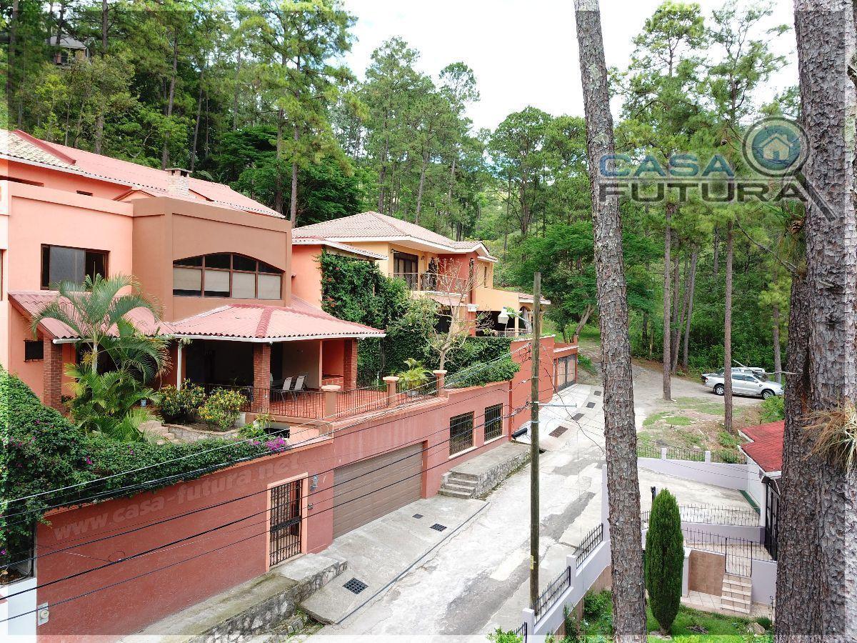 Remate Casa Grande 820 M2 Entre Bosques Camino A Sta Lucia House Styles Outdoor Decor House