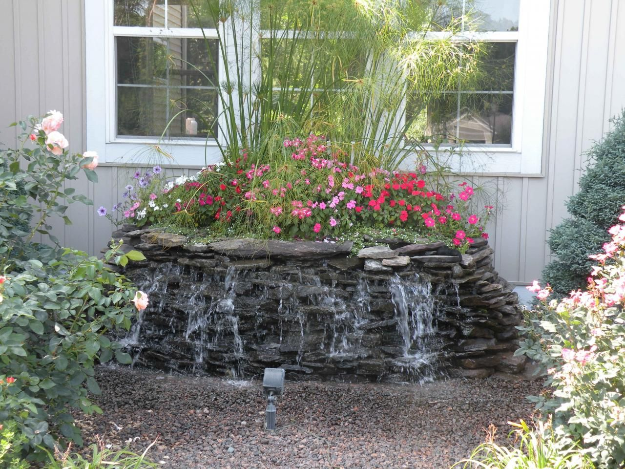 Small water fountains for gardens garden decor lovely for Small garden pond with fountain