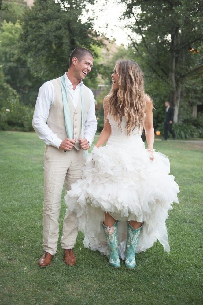 33 Beautiful Wedding Dresses To Wear With Cowboy Boots Ideas Best Inspiration Western Wedding Dresses Rustic Wedding Dresses Country Wedding