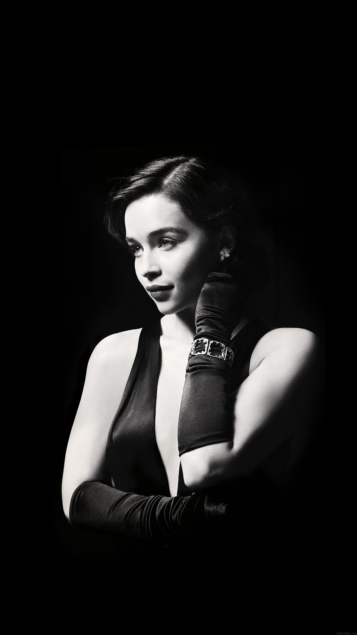 Although my love Emilia Clarke is no villain, this picture is too perfect.