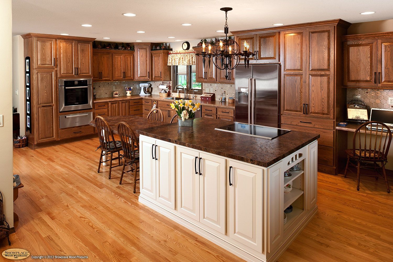 showplacewood.com - Door style: Chesapeake |Species: Red Oak |Finish: Cognac - Island: Maple ...