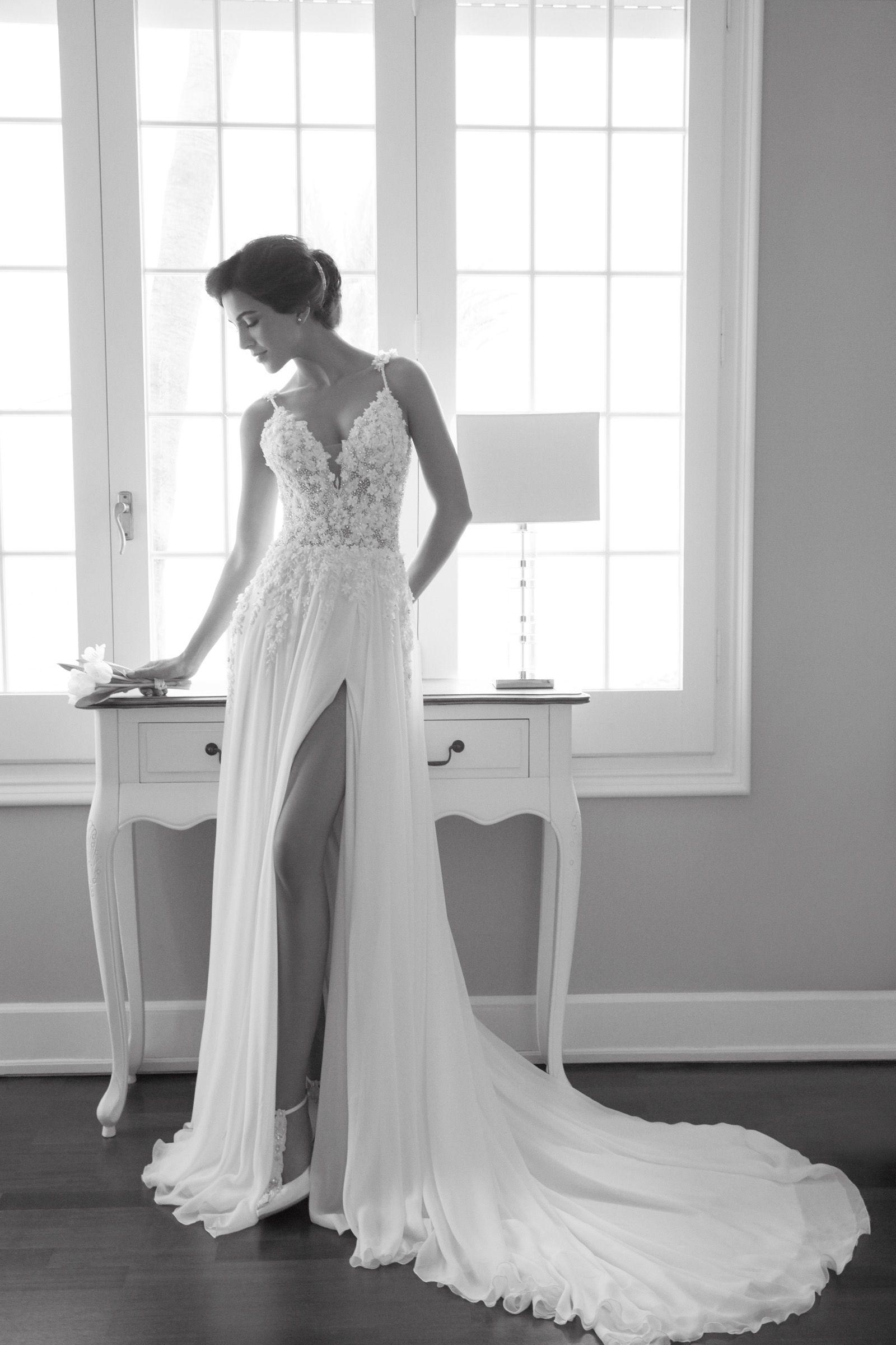 Wow! Kleid mit Blütenapplikationen und hohem Beinschlitz aus der ...