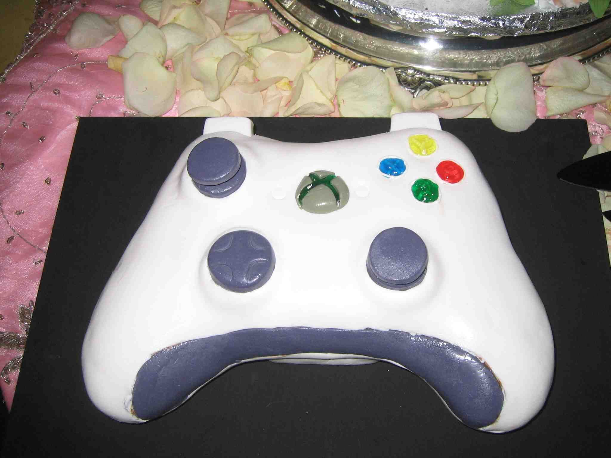 A Delicious Gallery of Video Game Cakes | Xbox controller, Wedding ...