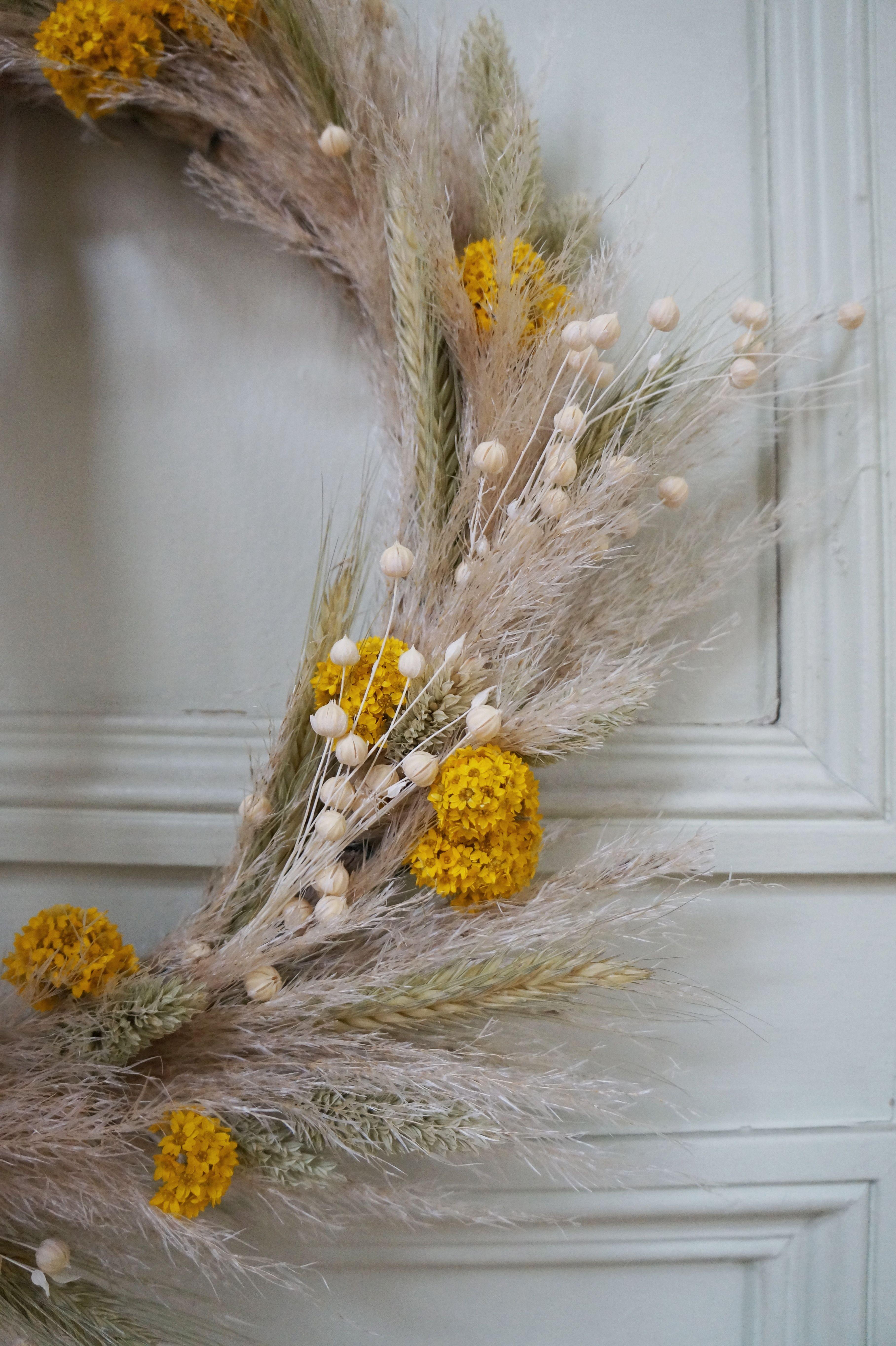 DIY Une couronne de Noël en fleurs séchées Hëllø