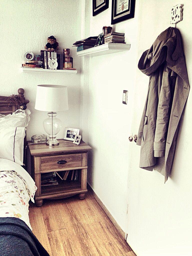 Habitacion blanco simple y acogedor