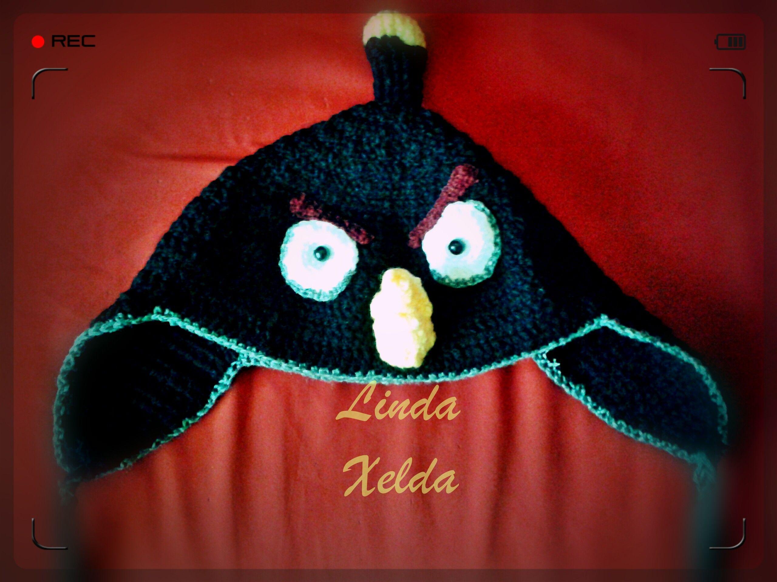 A punto de acabar el invierno y a la espera de la llegada del calor, todavía necesitamos complementos calentitos. Este gorro de Angry Birds es un claro ejemplo de unión de lo práctico y lo divertid...