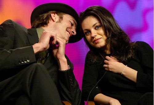 Ashton Kutcher y Mila Kunis, un amor cada vez menos secreto #actor #actress #people #celebrities