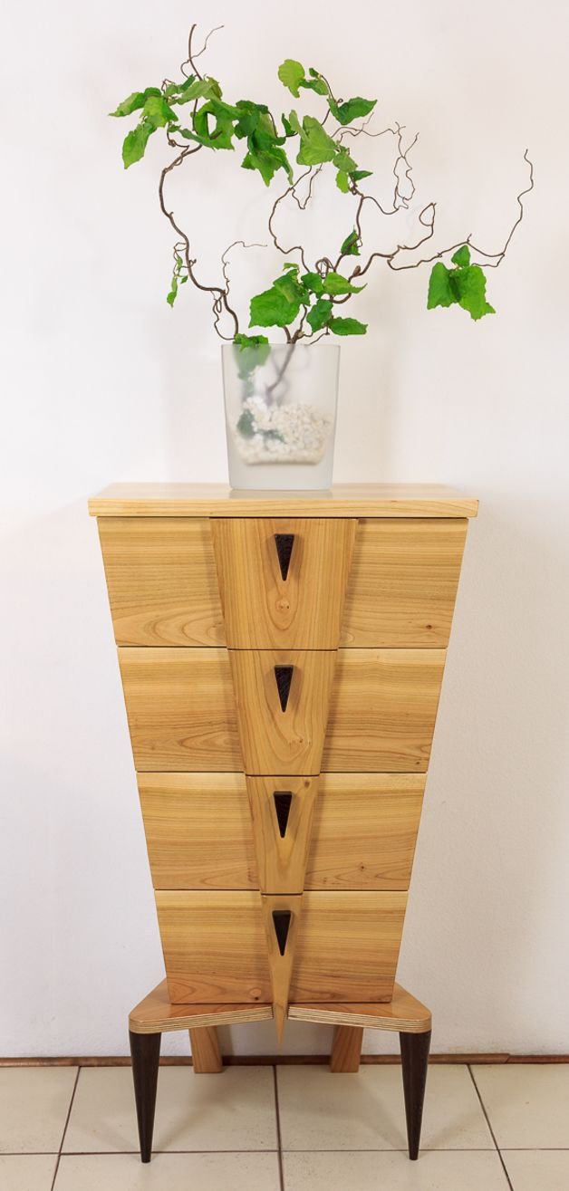 Schlanke kommode in v form aus afrikanischem wengeholz slim drawer unit in v