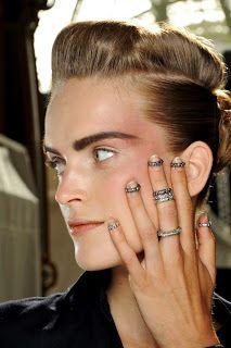 """Ser Femeninas: El furor de los anillos """"midi rings"""""""