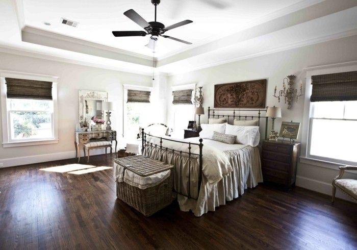 Bodenbelag Schlafzimmer ~ Landhausstil schlafzimmer dunkler bodenbelag und helle wandfarbe