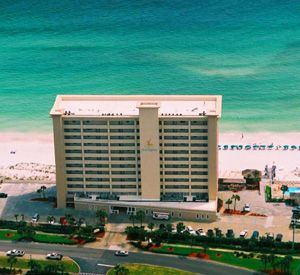 Destin Gulfgate Condominiums Has A Brand New Beachfront Pool And Fitness Center And Features Some Of The Largest Condominiums In Destin Condominium Vacation Places Dream Vacations