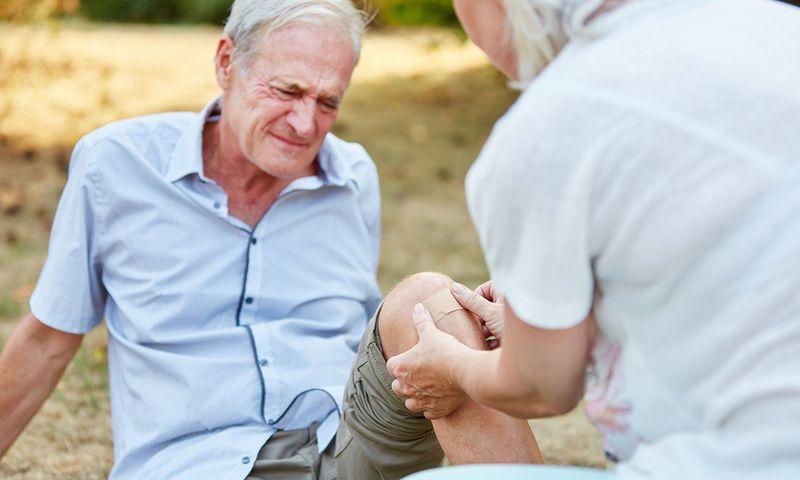 Πτώσεις ηλικιωμένων το καλοκαίρι: Τι τις προκαλεί και πώς μπορούν να αποφευχθούν; - http://www.daily-news.gr/health/ptosois-ilikiomenon-kalokairi-ti-tis-prokaloi-kai-pos-boroun-na-apofefxthoun/