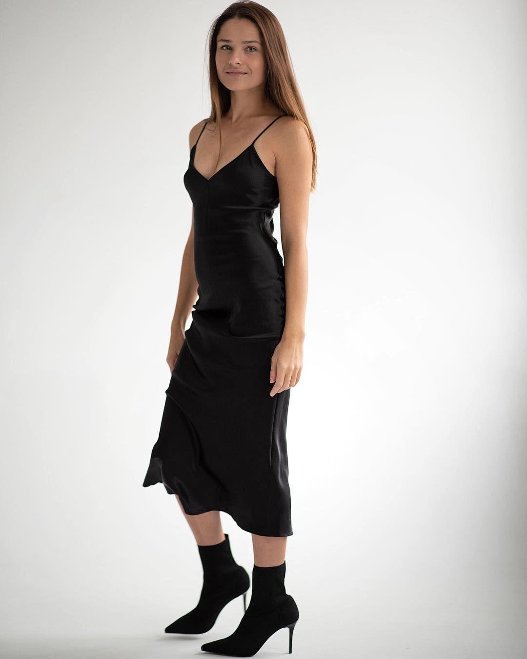 Pin By C 35 4dh74 On Renan Fashion Line Inspo Silk Slip Dress Slip Dress Black Slip Dress [ 1350 x 1080 Pixel ]