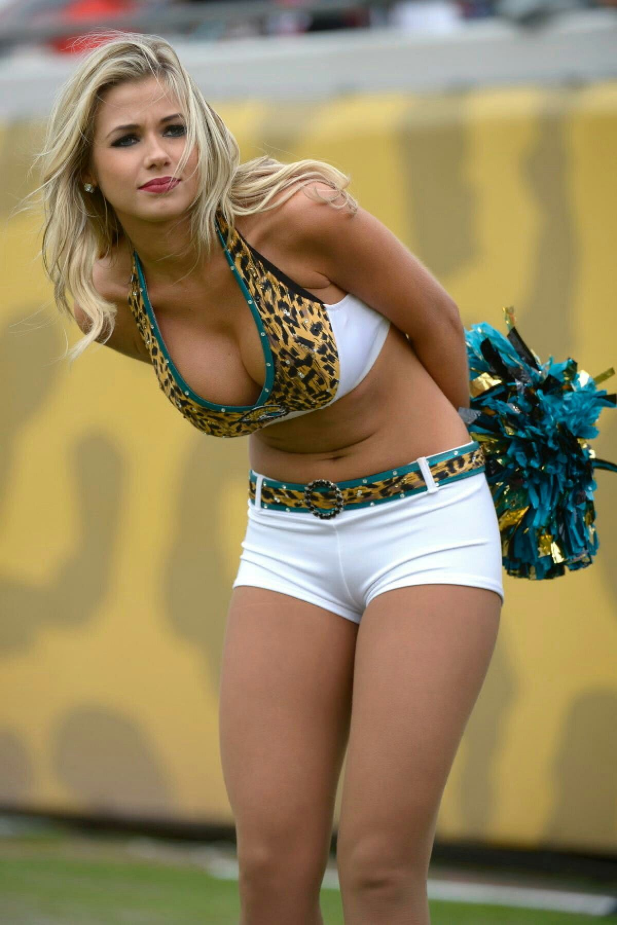 Dating nfl cheerleader