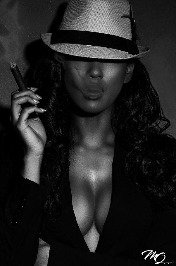 fille noire donnant des pipes