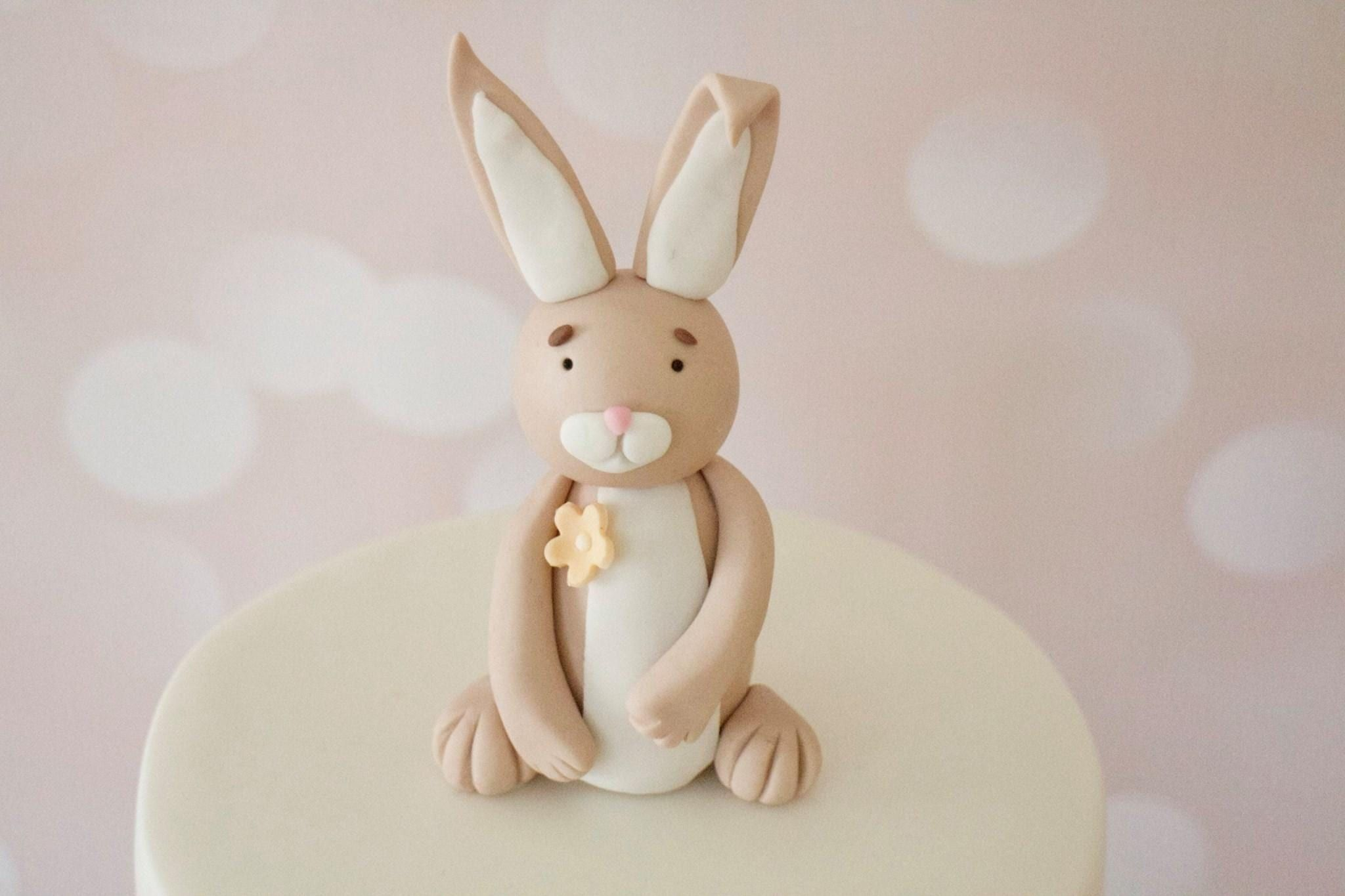How to Make A Fondant Rabbit - photo tutorial from a UK baking blog