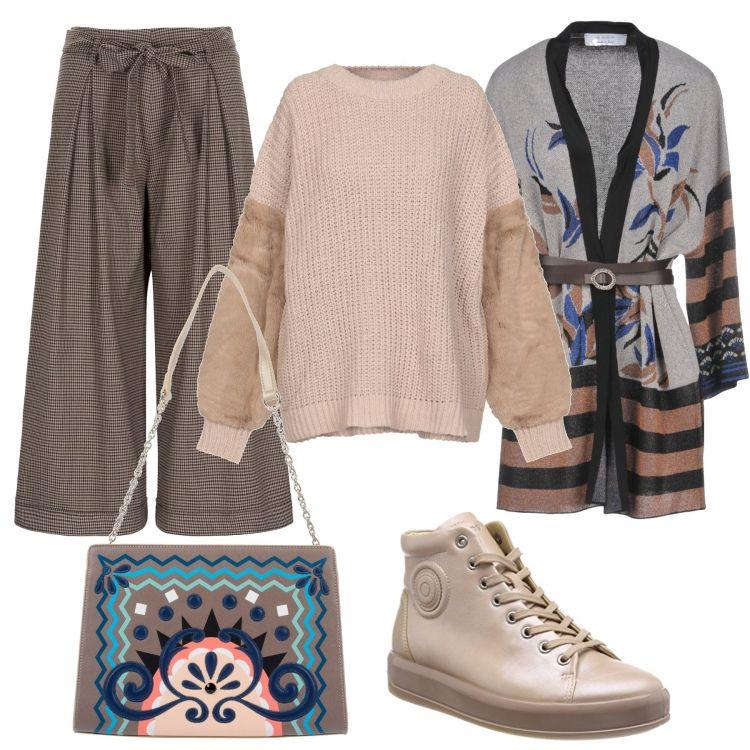 3916e679f0 Pantaloni larghi beige, maglione rosa con pelliccia sulle maniche ...