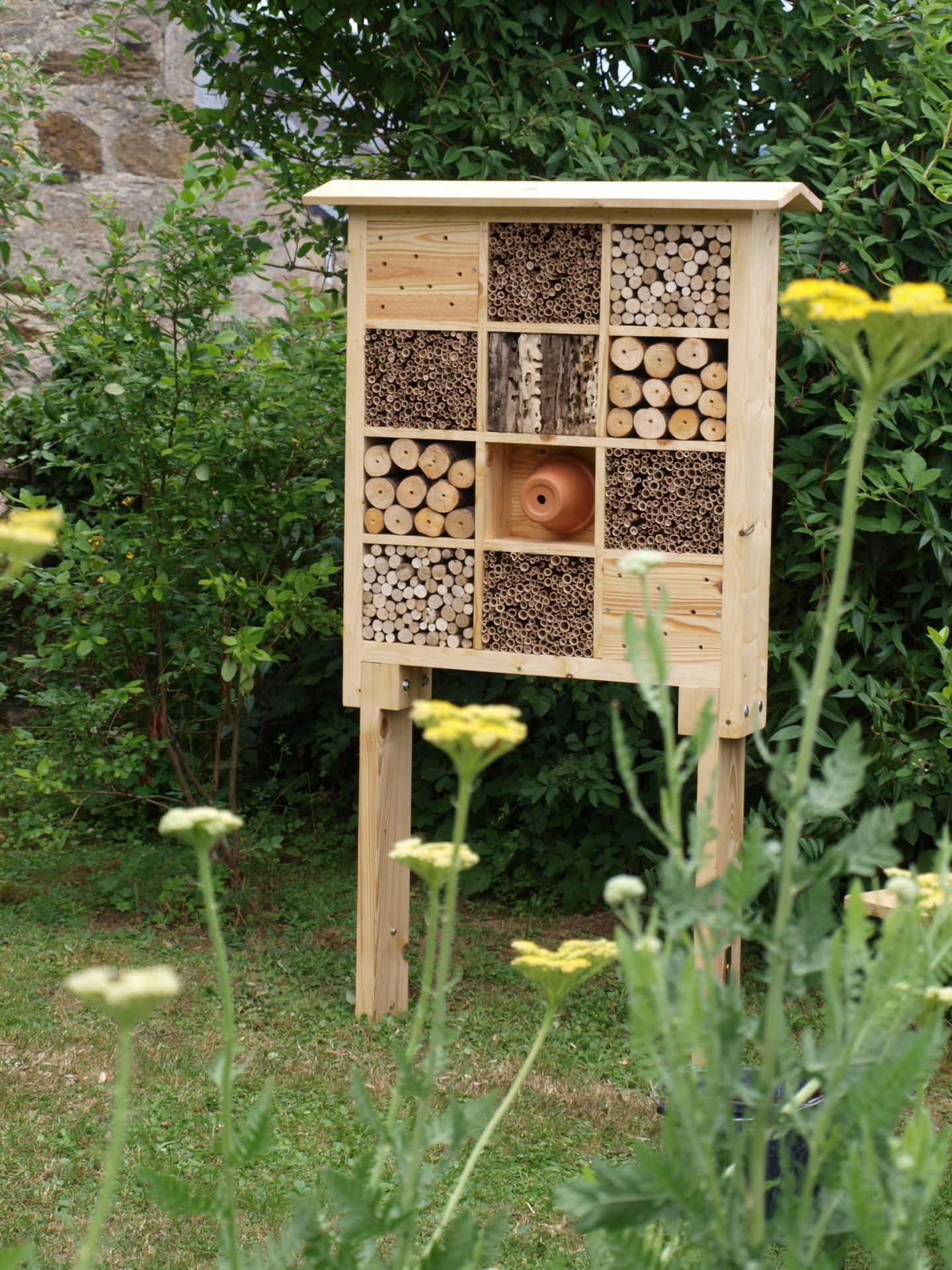 hotel insectes potager pinterest insectes potager et oiseaux. Black Bedroom Furniture Sets. Home Design Ideas