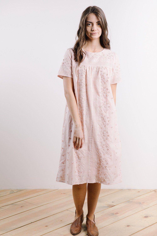 The Wren Eyelet Lace Shift Dress In Blush Dresses Lace Shift Dress Shift Dress [ 1500 x 1000 Pixel ]