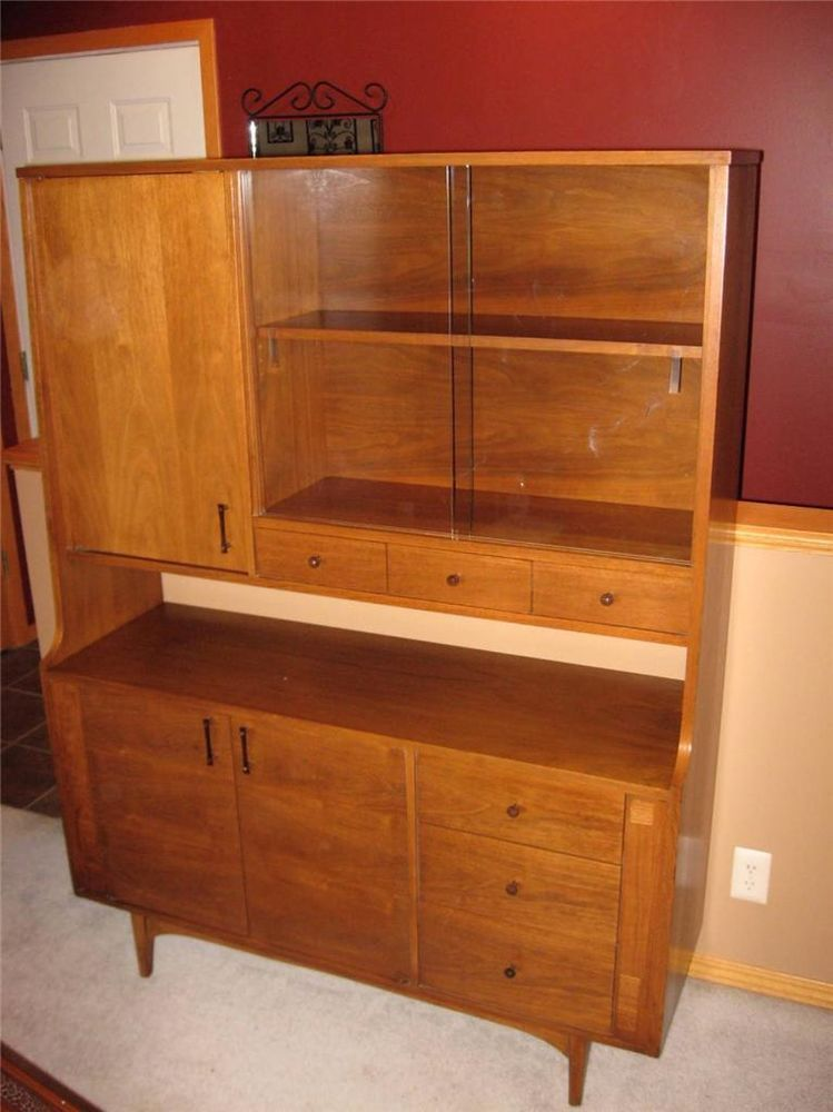 Kroehler Mid Century China Cabinet With Sliding Glass Door Danish Modern Walnut